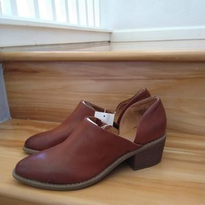 Universal Thread brown ankle shoes size 8.5